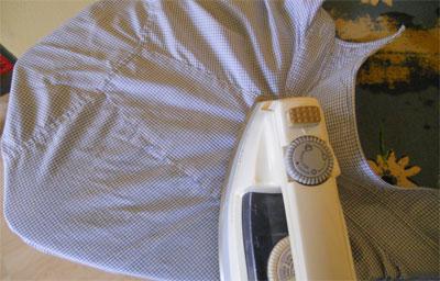 Wie bügelt man ein Hemd?